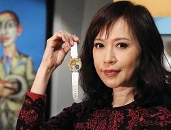 香港贫民少女逆袭成亿万富婆,白手起家21岁已买楼!